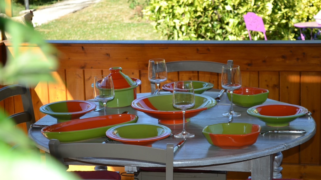 Yodeco collection design kerouan vert et orange for Table exterieur orientale